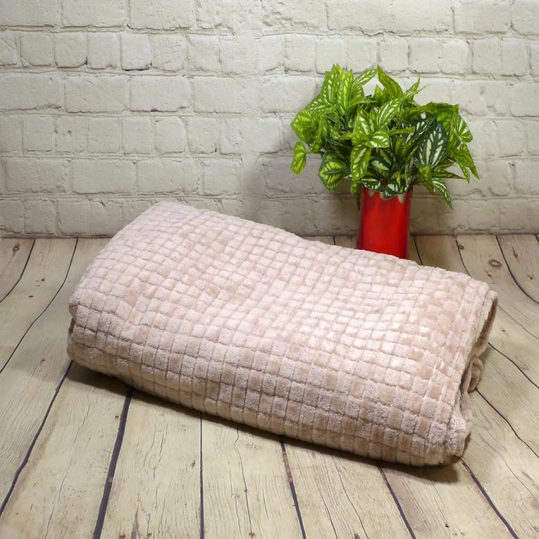 Плюшевый плед на кровать евро размера Koloco кубики розовый
