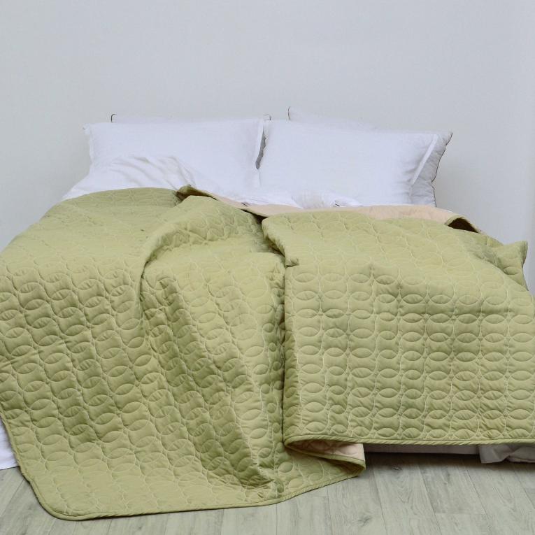 Двустороннее стеганое покрывало на кровать евро Вилюта Дуэт бежево - фисташковый