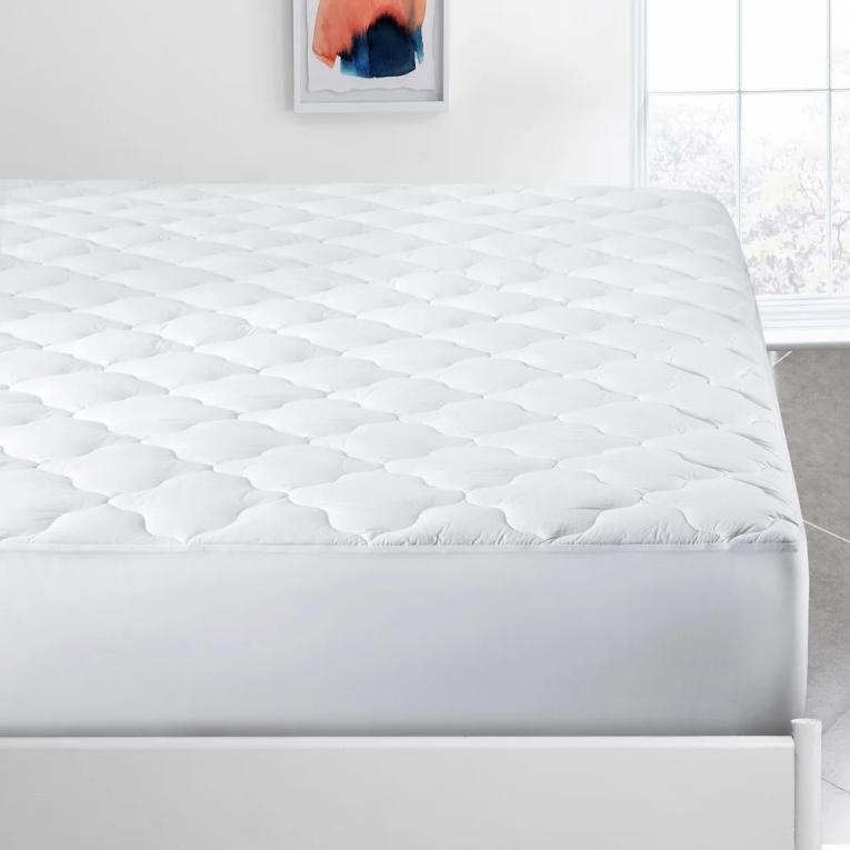 Наматрасник на кровать натяжной 120х200х25 стеганый